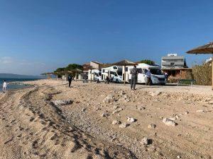 Chorwacja kampery na plaży 1